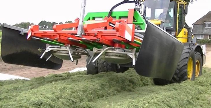 Another way to push up silage: Is it a haybob or a buck-rake?