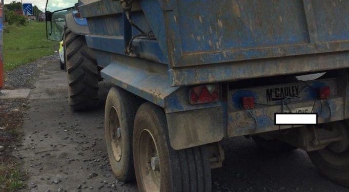 Pics: Tractor driver and owner to be prosecuted for worn trailer tyres