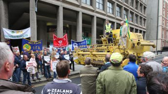 Video: Combine harvester joins IFA protest in Dublin city