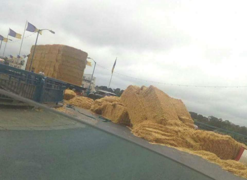 Pic: Traffic chaos as truck partially loses its load of bales