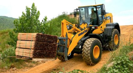 12t loader completes Japanese giant's 'Dash 8' line-up