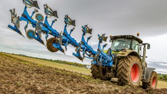 Stay in the comfort of the cab: This Lemken plough sets itself up
