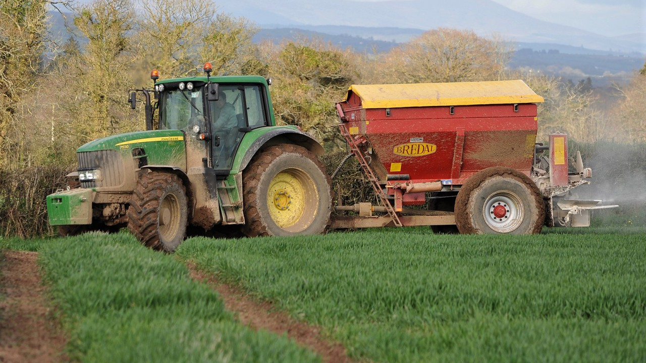 Can this '2-in-1' Irish braking system keep trailed spreaders in tow?