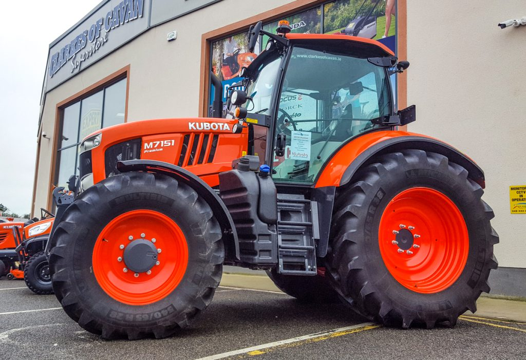 Pics kubota brings the 39 factory 39 to farmers here in ireland - Image tracteur ...