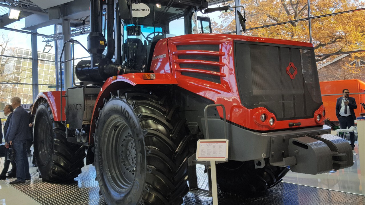 Who said that articulated tractors are a thing of the past?
