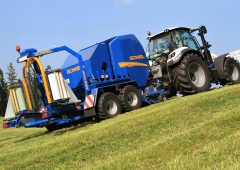 The ultimate 'go-anywhere' solution: A baler with 'driven' wheels