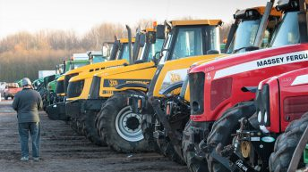 Auction report: Focus on 'reds' and 'yellows' at huge tractor sale