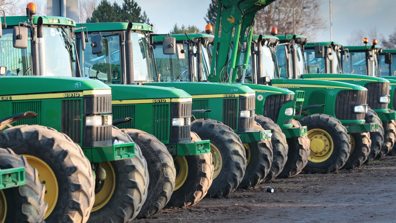 Auction report: 'Green' highlights from December's monster tractor sale
