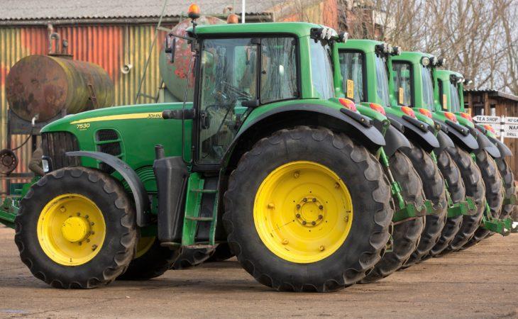 Auction report: Fleet of fresh John Deere tractors goes under the hammer
