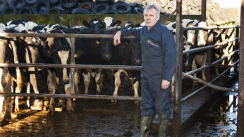Co-ops called on to 'review' milk price announcement