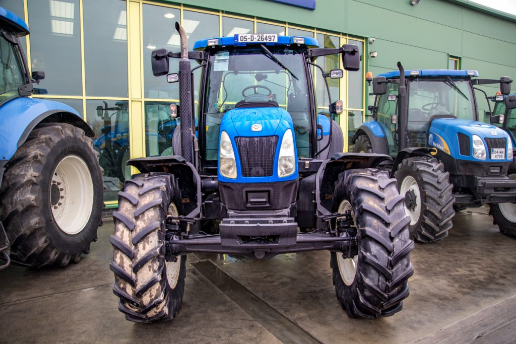 New Holland TS125A