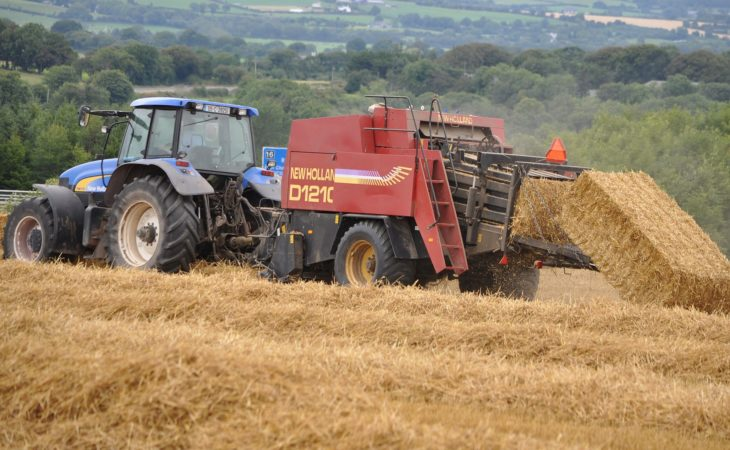 Contractor rates: Are these 2018 big baling 'guide prices' square and fair?