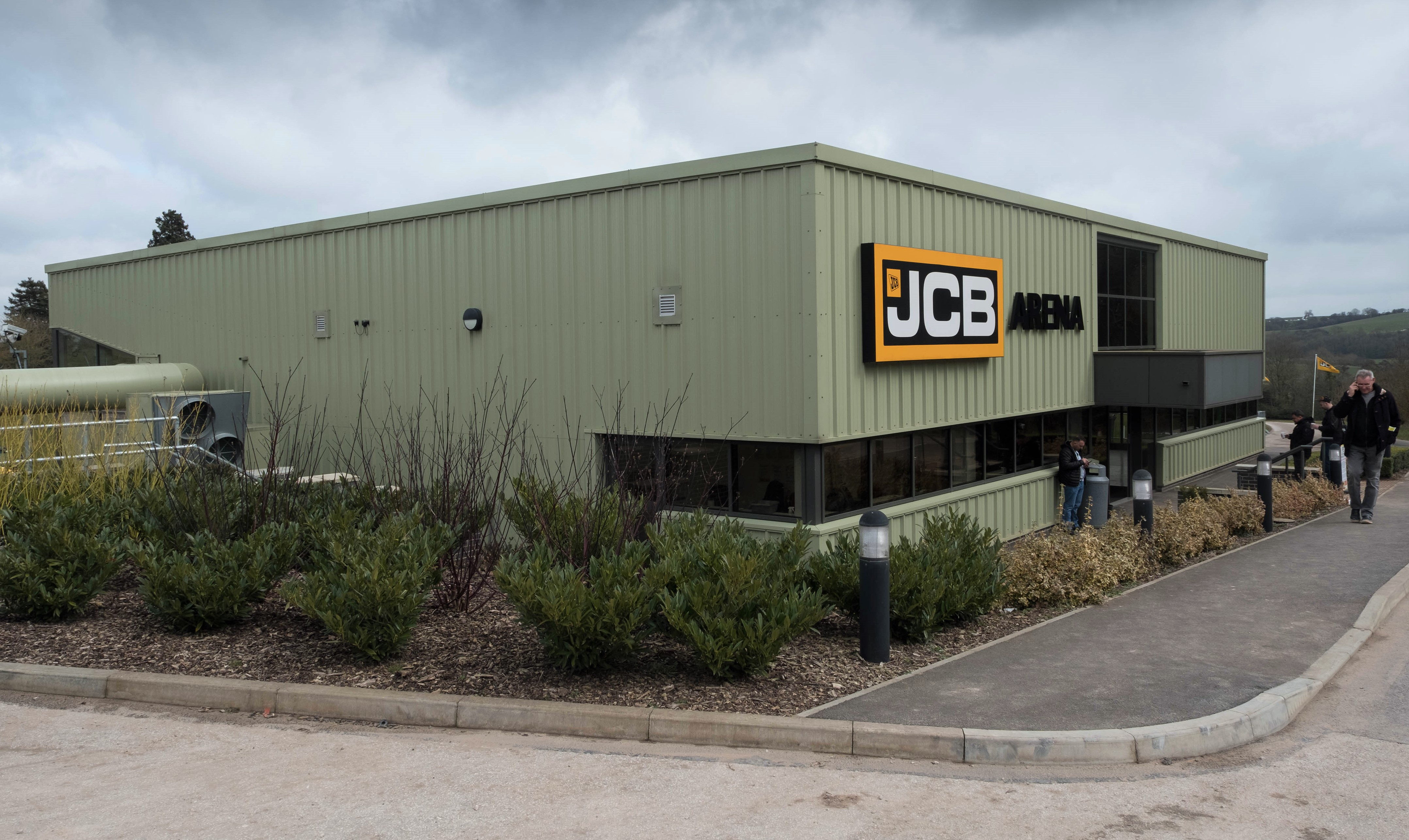 Auction report: JCB backhoe and tracked machine fleet goes
