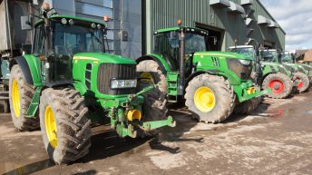 Auction report: High-spec tractors and handlers go 'under the hammer'