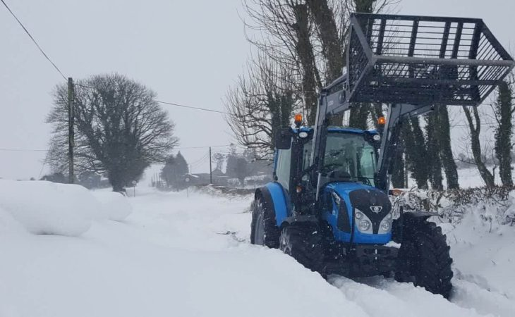 Farmers approved to clear roads 'on a voluntary basis'