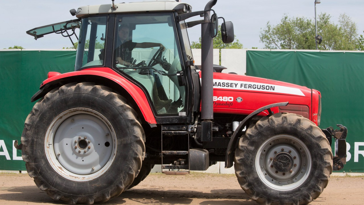 Auction report: MF highlights from monster May tractor sale