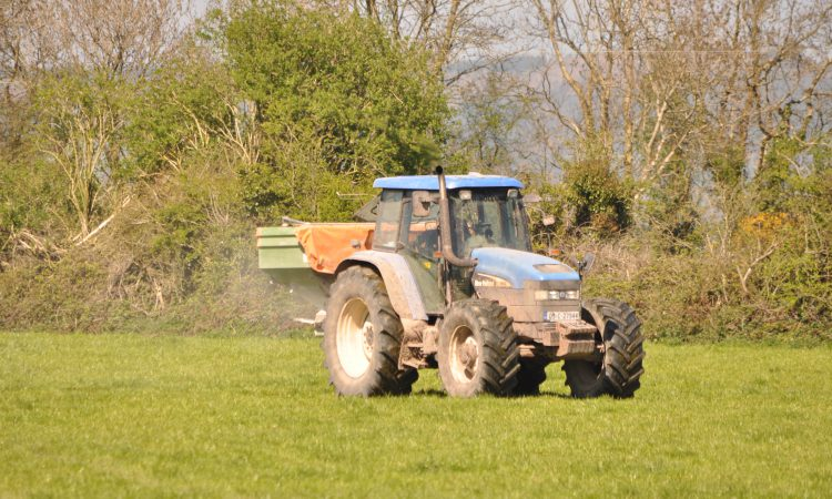 Survey indicates 'long-term reduction' in fertiliser usage