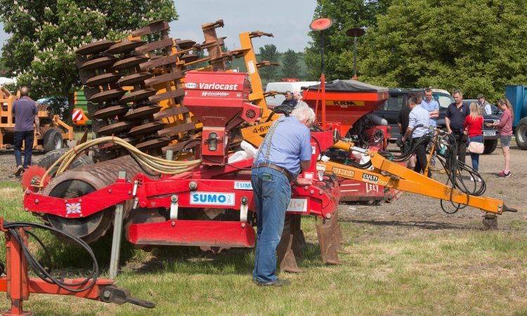 Auction report: Machinery changes hands in sweltering sunshine