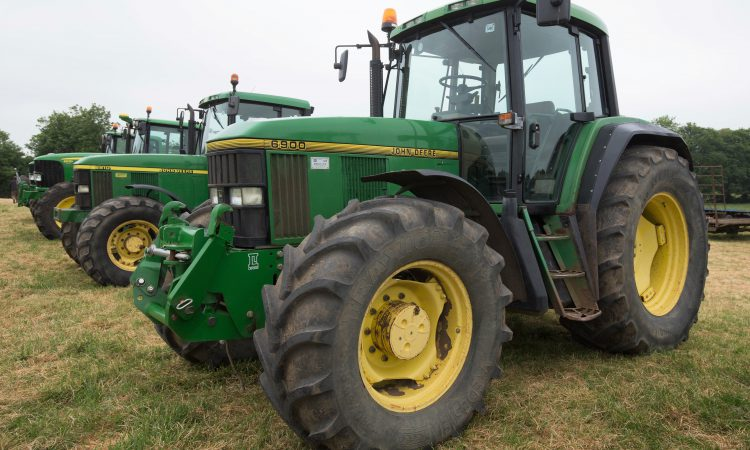 Auction report: Deeres go under the hammer…from a 6900 to a 6930