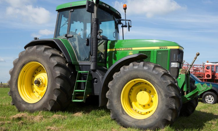 See the 16-year-old John Deere 7710 that sold for almost £50,000