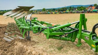 Sprawling machinery event draws a crowd…but is all about just one brand