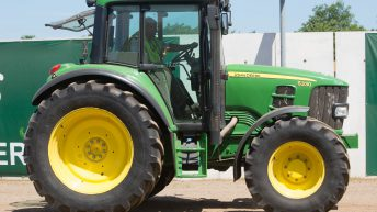 Auction report: John Deere highlights from June sale at Cambridge