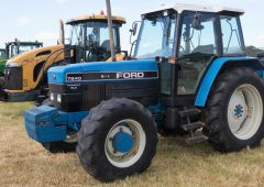 Auction report: 'Blue' in a sea of 'green' at big farm dispersal sale