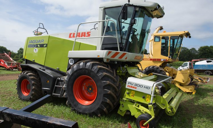 Auction report: Bids aplenty for big fleet of contracting machinery