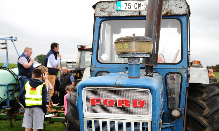 1975 Ford 7000 fetches over €10,000 at Co. Carlow auction