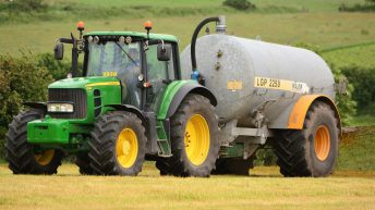 Contractors call for extensions to slurry and fertiliser spreading dates