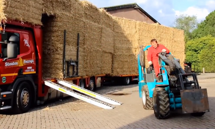 Is this the ultimate way to haul and unload straw?