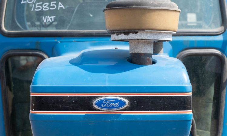 Auction report: Well-aged tractors of a 'blue hue' under the hammer