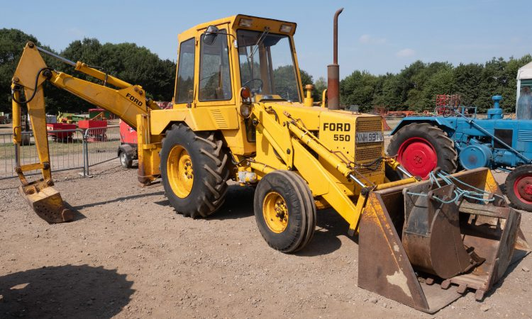 Auction report: Digging for bargains in searing sunshine