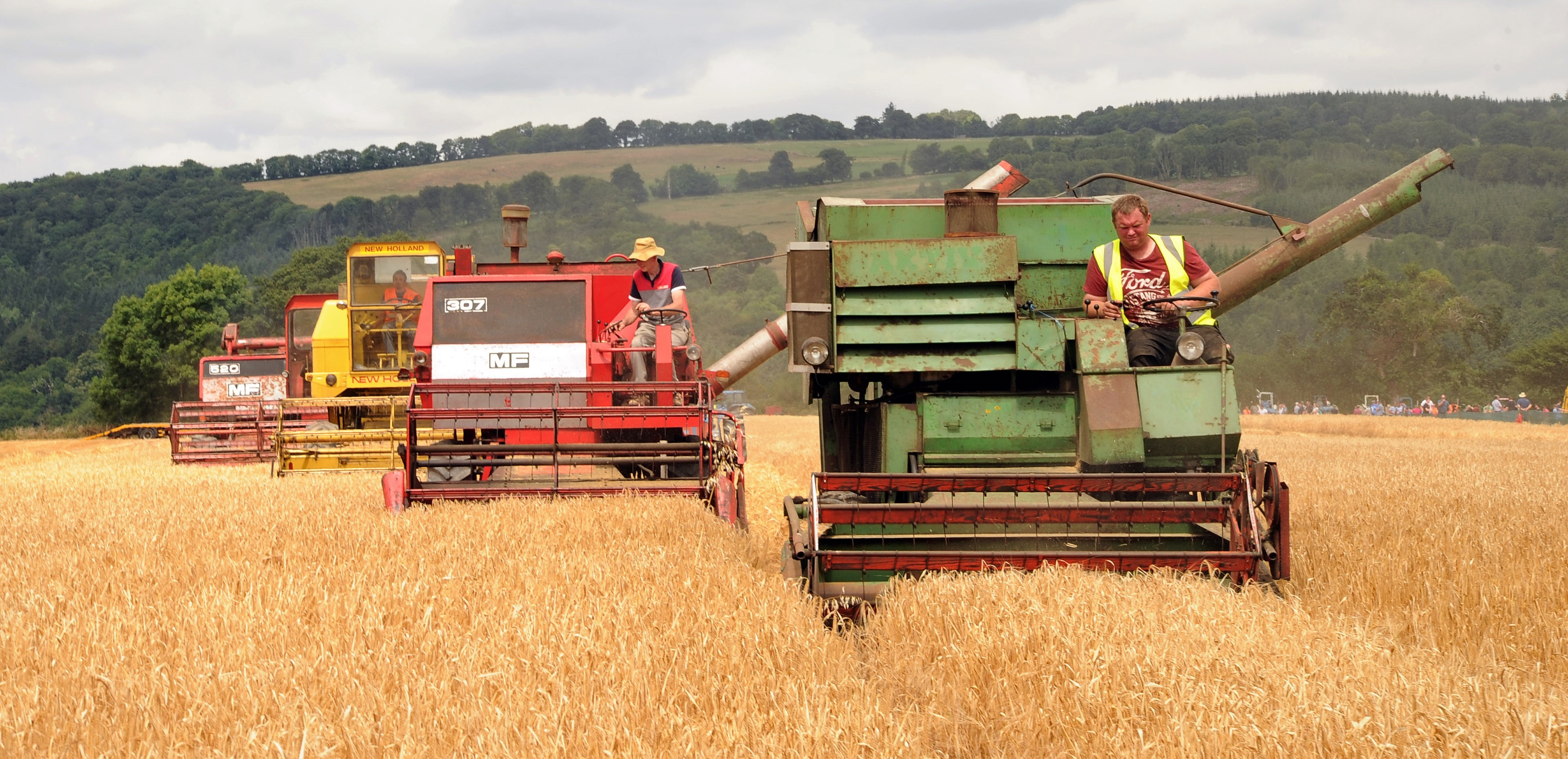 'Old-school' muscle at harvest demo in Co  Waterford