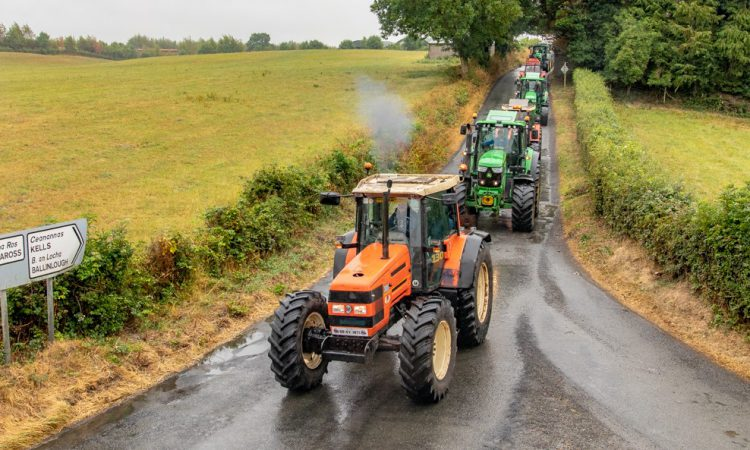 Video: Agri contractors hit the road…in the long-awaited rain