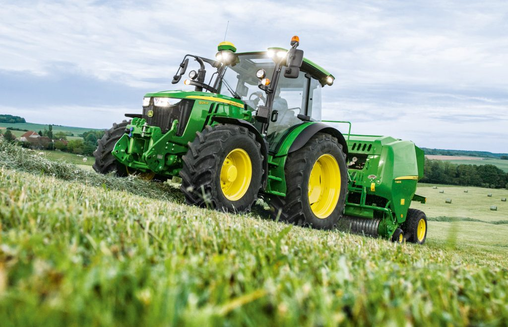 john deere updates its 5r series tractors for 2019 agriland ie
