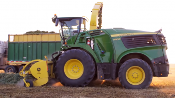 New flagship Deere forager has a 970hp V12 engine…from Liebherr