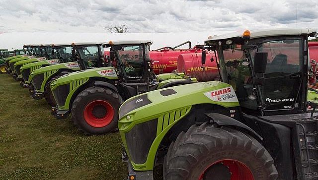 Canadian Claas dealer delivers 7 giant Xerion tractors in one deal