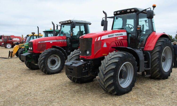 Auction report: Modern MF and John Deere tractors change hands