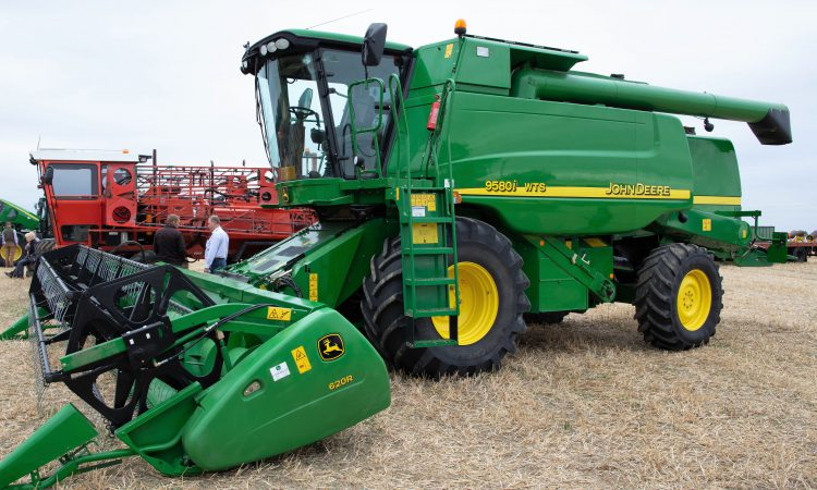 Auction report: Combines and handlers go under the hammer