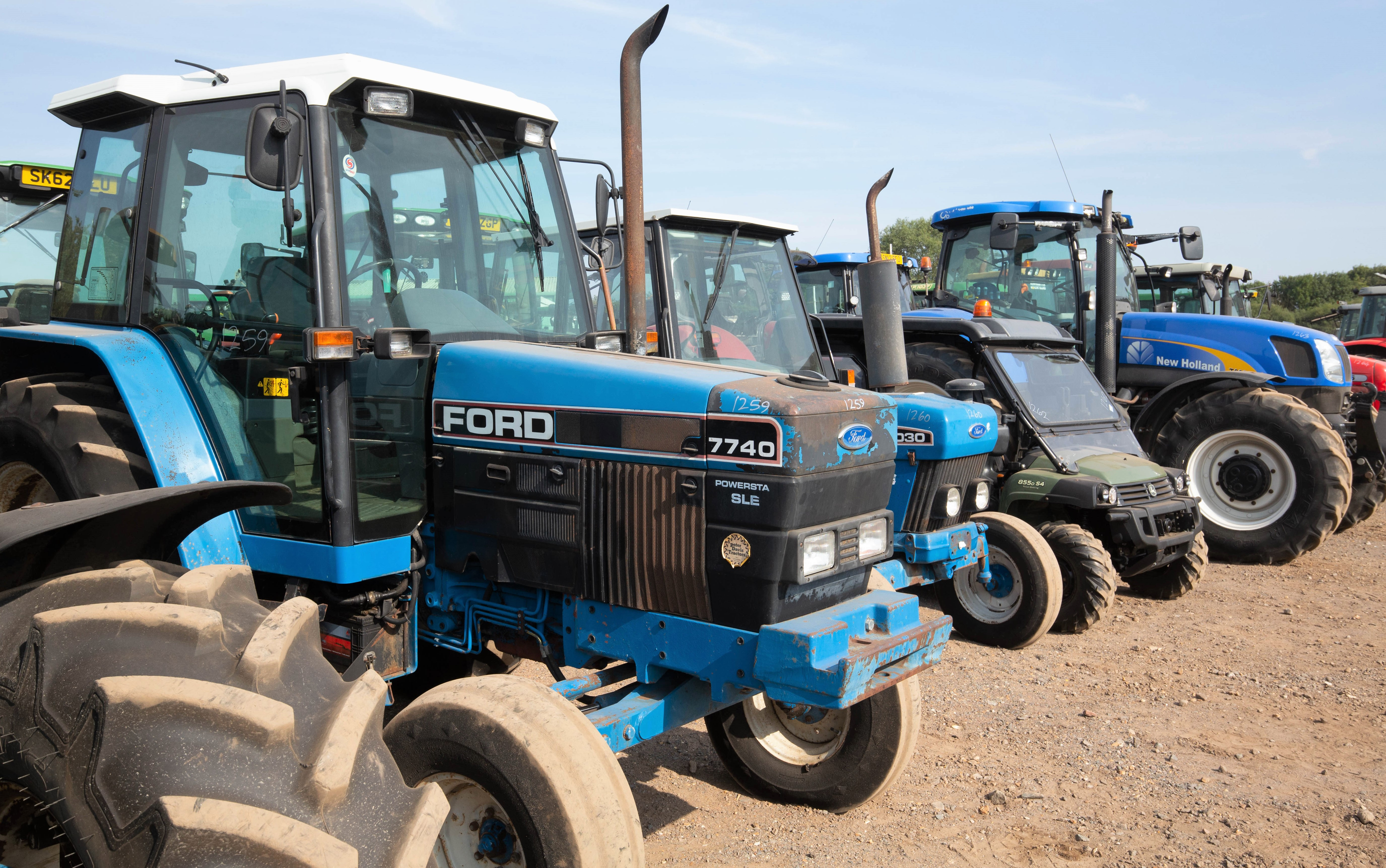 New Holland Ford >> Auction Report Ford New Holland Highlights From Monster