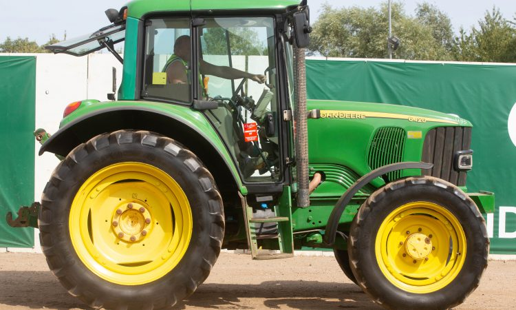 Auction report: 4-pot John Deere highlights from monster tractor sale