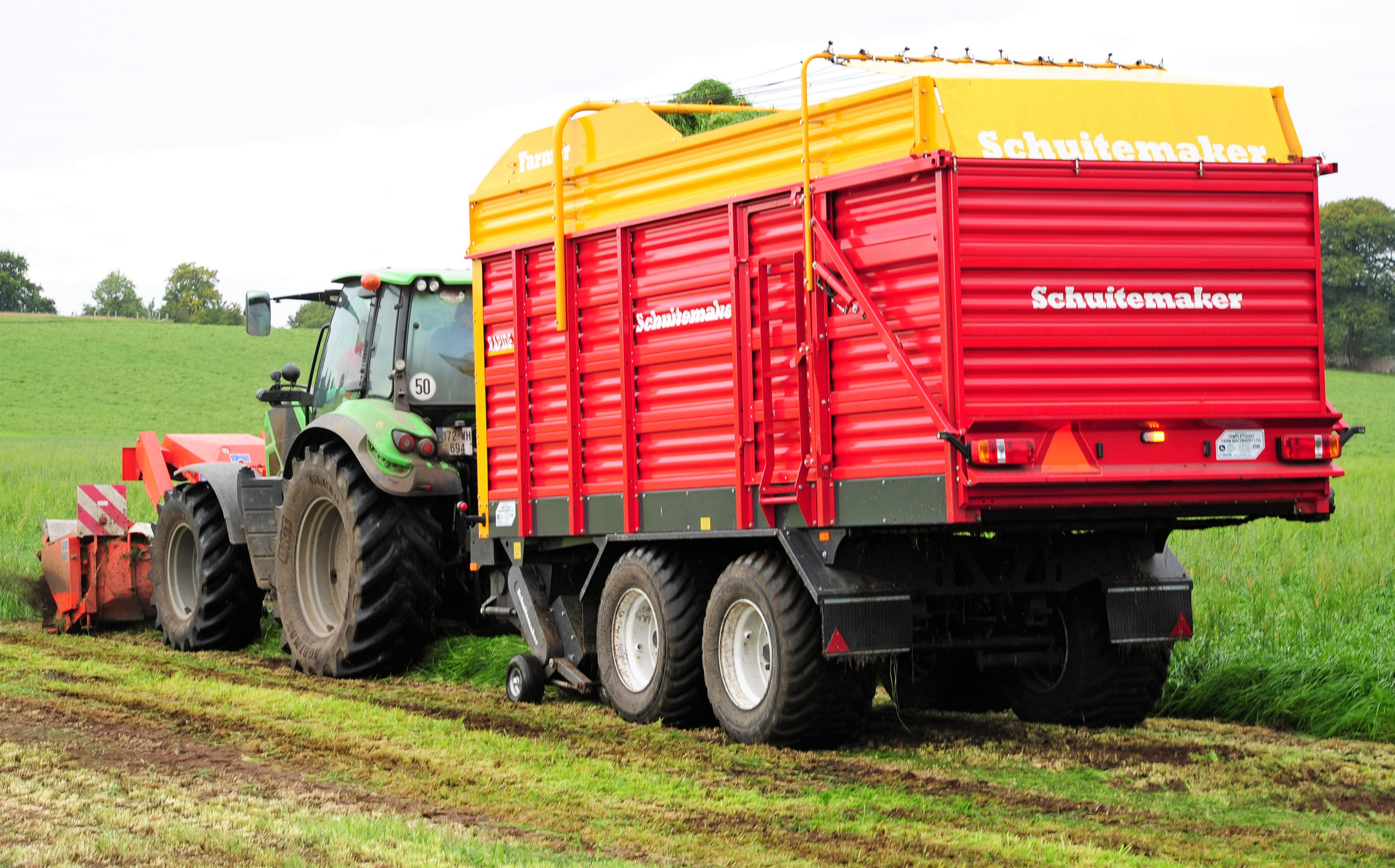 Zero-grazing and cutting silage with the same wagon in Co
