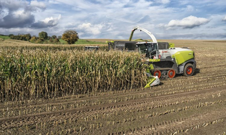 Sink or swim? New tracked Claas Jaguar is put to the test…