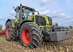 Claas Axion 900: Latest generation 'outstanding in the field'