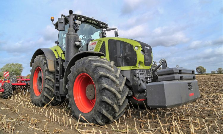 Claas Axion 900: An 'outstanding and versatile' performer in the field