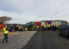 Wexford farmers relocate BAM roadblock for strike day 2
