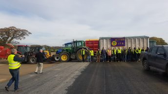 Wexford farmers relocate BAM roadblock for strike day 2
