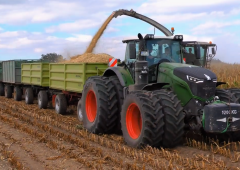 40 wheels on the wagon and the Fendt's still pulling along