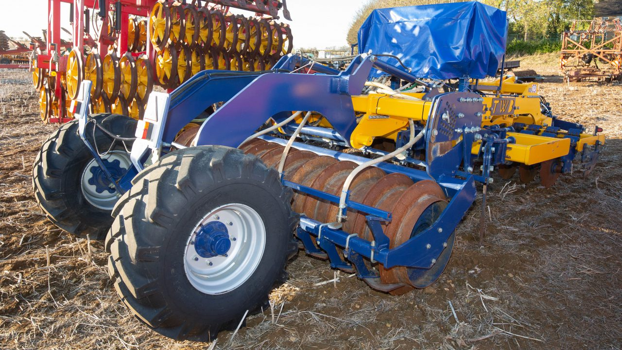 Auction report: Big-scale tillage machinery at on-site sale